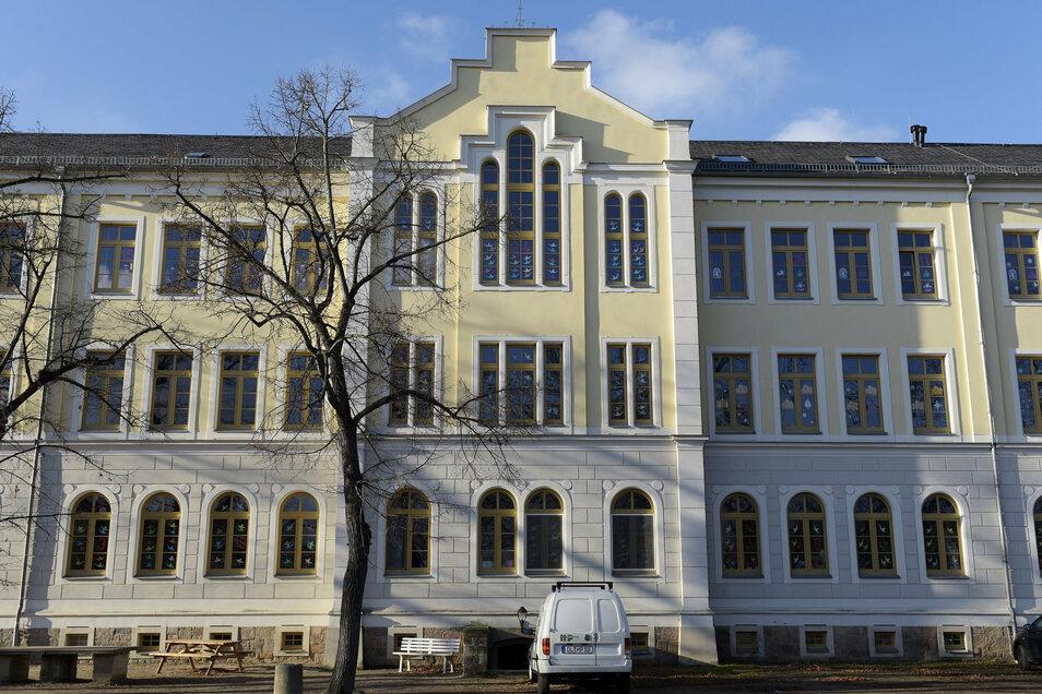 Die Schulleiterin der Schloßbergschule in Döbeln hat knapp 20 Kinder vorsorglich nach Hause geschickt.