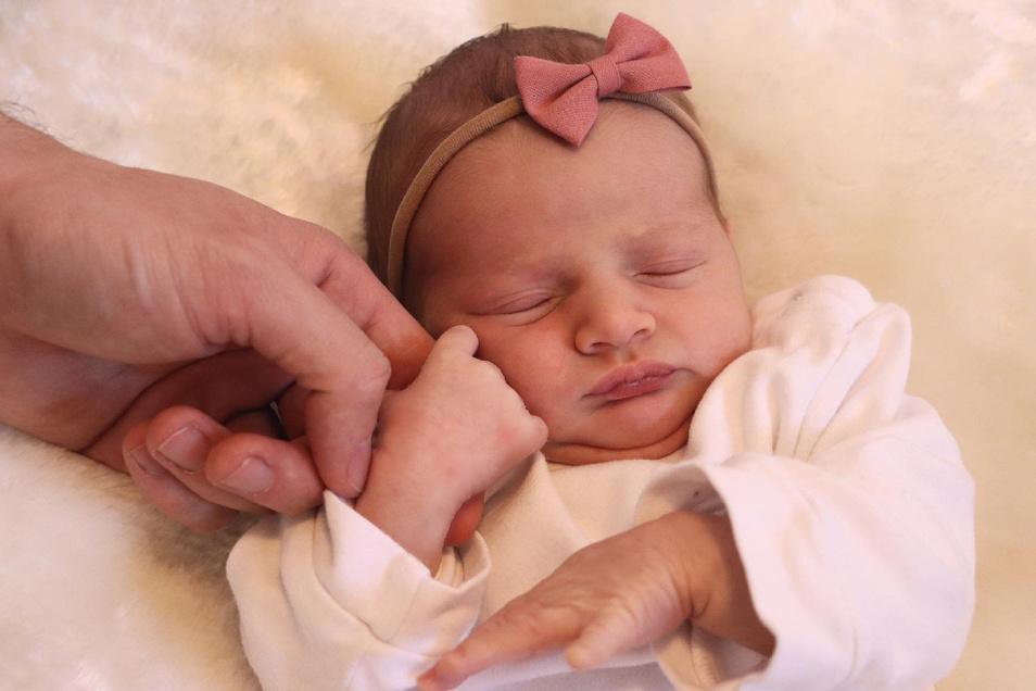 Aliya, geboren am 20. März, Geburtsort: Dresden, Gewicht: 2.910 Gramm, Größe: 49 Zentimeter, Eltern: Liesa Geißler und Marcel Knechtel, Wohnort: Radeberg