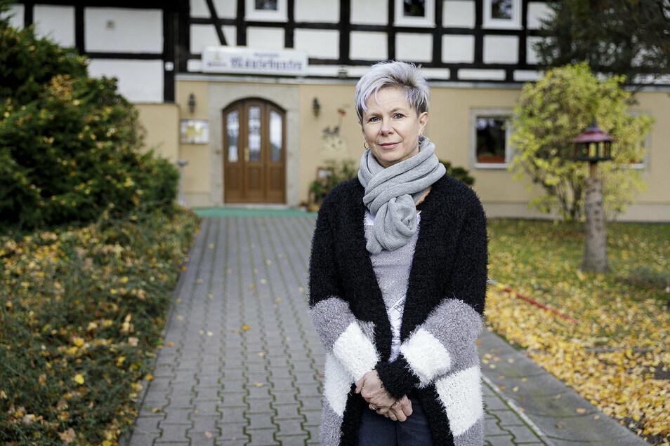 Jana Strahl vor dem Mäusebunker in Reichenbach: In diesem Monat setzt die Chefin auf die Martinsgänse zum Abholen.
