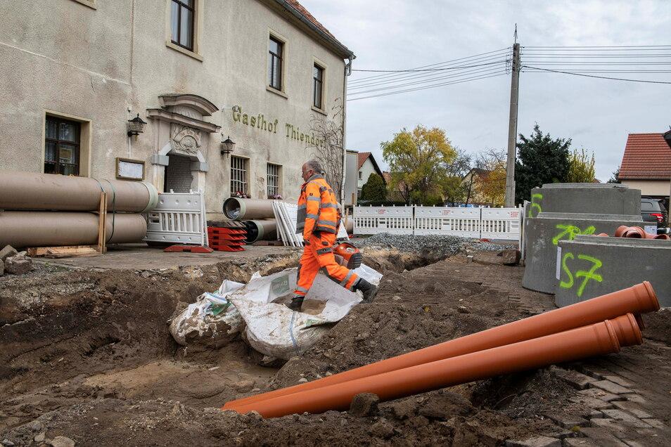 Bereits ab Oktober 2020 wurde am Gasthof Tanner in Thiendorf am neuen Regenwasserkanal gearbeitet.