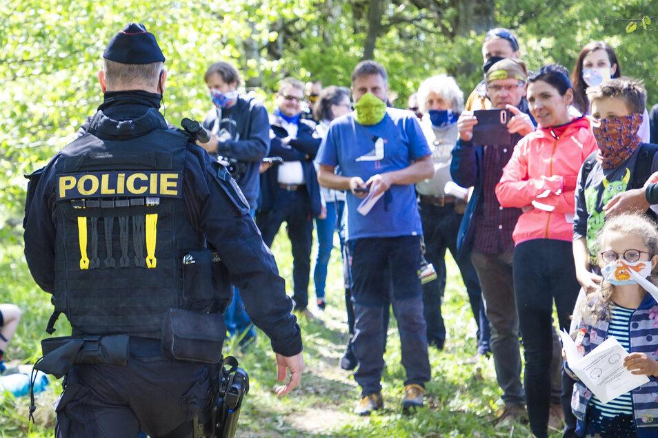 Tschechischer Polizist, Teilnehmer der Demo für die Grenzöffnung: Die Stimmung ist heiter, die Unzufriedenheit aber groß.