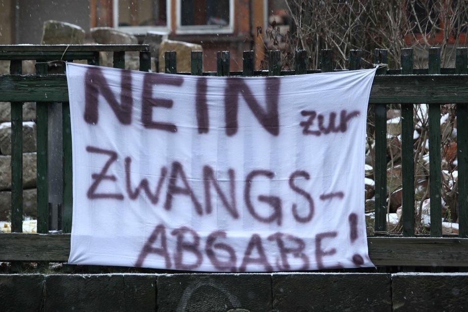 Vielerorts protestierten Bürger in der Vergangenheit gegen Straßenbaubeiträge. Auch in einigen Orten im Landkreis Bautzen wurden sie abgeschafft. In Kamenz steht das Thema aktuell zu Diskussion.