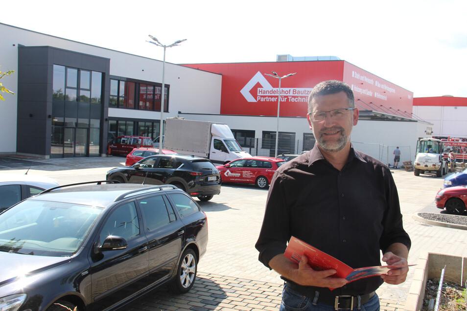 Geschäftsführer Ralph Böttcher freut sich, dass der Neubau des Handelshofes jetzt so gut wie abgeschlossen ist.