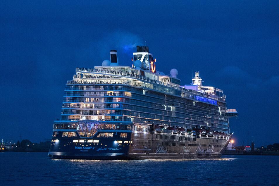 Tui Cruises verlangt von Passagieren seiner Schiffe jetzt zwei Corona-Tests, die auch nicht mehr im Reisepreis enthalten sind.