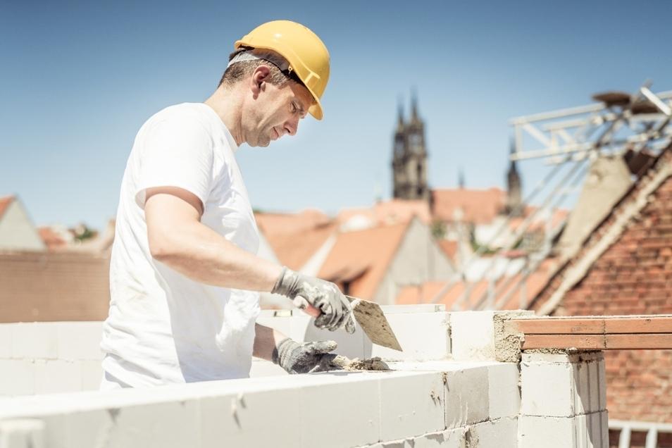 Als Maurer in der Görnischen Gasse – Martin Dulig tauscht für einen Tag das Büro mit der Baustelle.