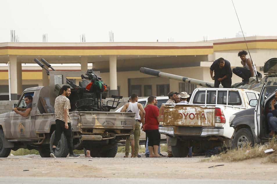 In Libyen kämpfen zwei Regierungen und unzählige Milizen um die Macht in dem ölreichen nordafrikanischen Staat.