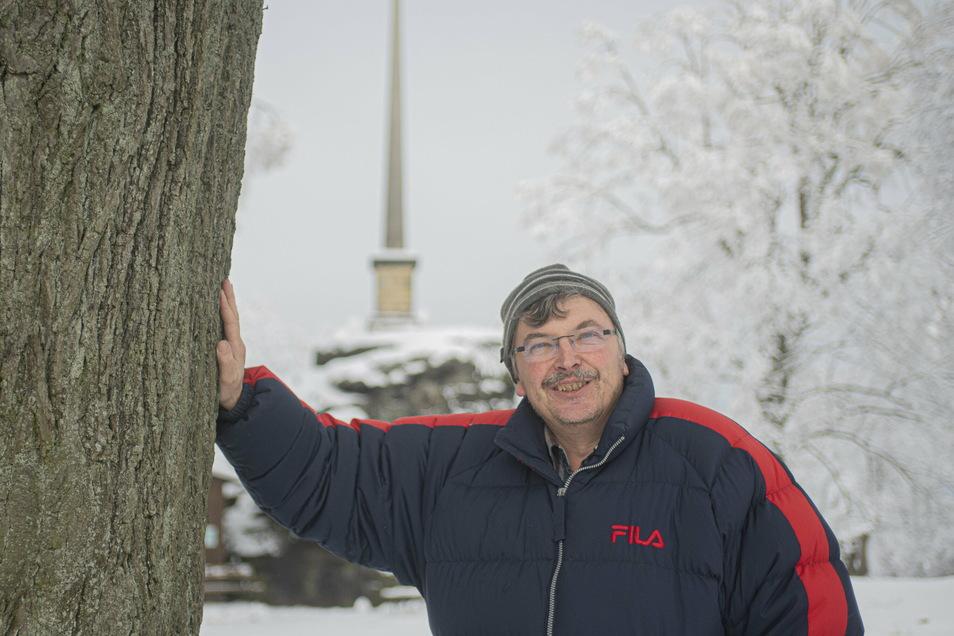 Zum Angebot von Reisebüro-Betreiber Maik Förster gehören auch Wanderungen auf den Keulenberg in Oberlichtenau. Die Touren bereichert er mit Wissenswertem aus der Region.
