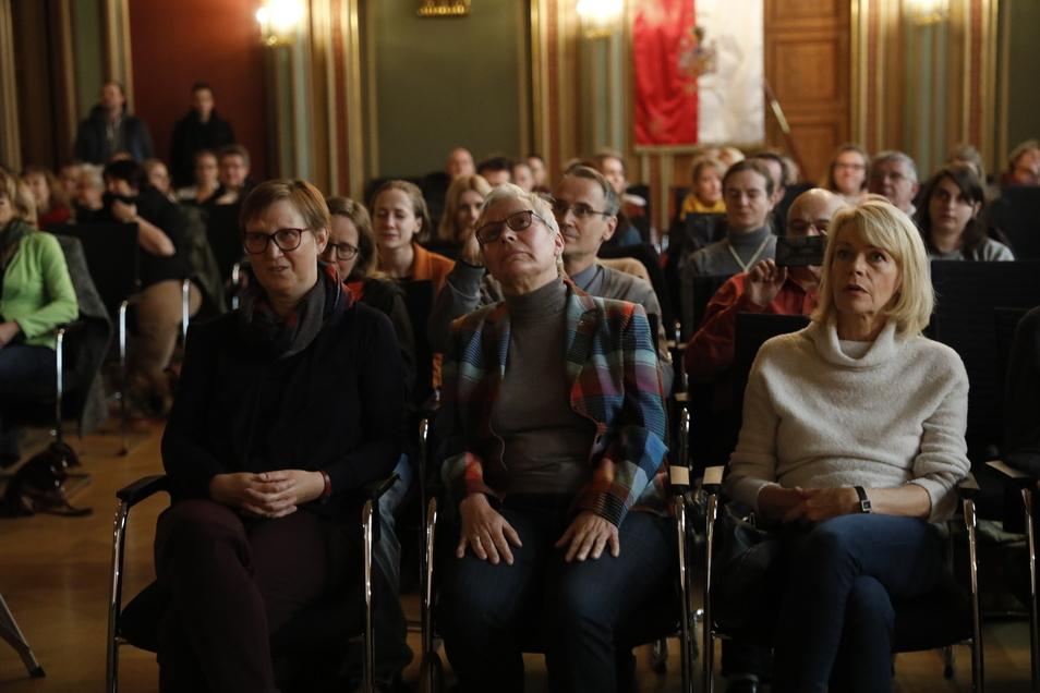 Im Zittauer Bürgersaal verfolgten viele die Live-Übertragung zur Bekanntgabe der Siegerstädte.