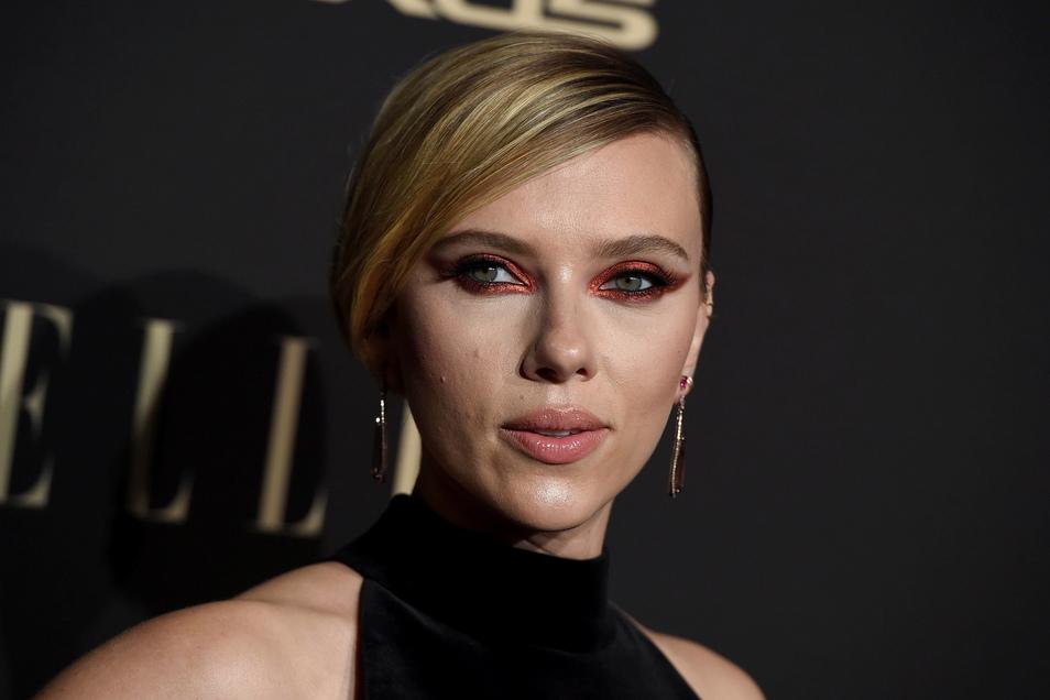 Scarlett Johansson verklagt Disney.