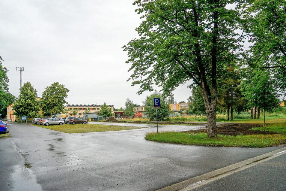 An der Neschwitzer Kastanienallee befinden sich bereits die Grundschule samt Hort und das Vereinshaus des SV Neschwitz samt zugehöriger Trainingsstätten. Ein Kita-Neubau in diesem Areal bietet sich an.