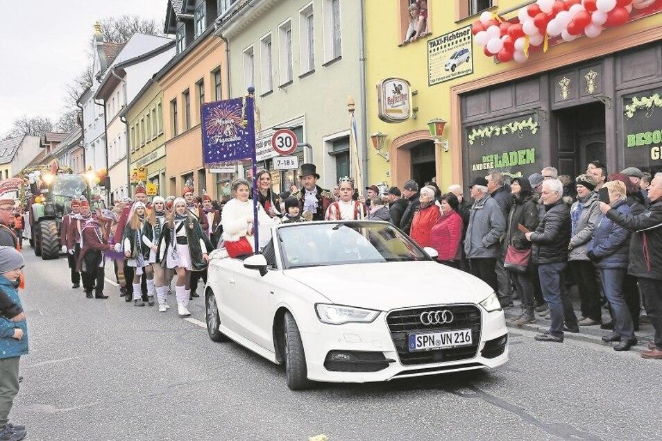 Das Daubitzer Prinzenpaar, Prinz Martin der I. und seine liebreizende Prinzessin Franziska, nahm gemeinsam mit seinem Hofstaat im Februar 2020 am großen Umzug in Bad Muskau zum 65-jährigen Bestehens des Elferrates teil.