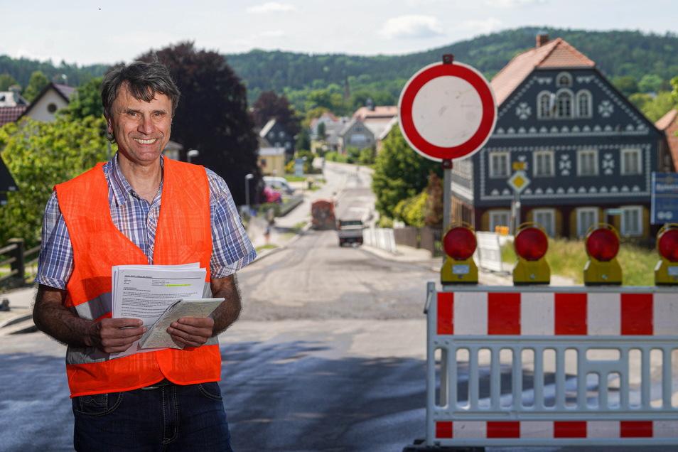 Andreas Biesold, Leiter der Bautzener Lasuv-Niederlassung, ist mit dem Fortschritt auf der Wehrsdorfer Baustelle zufrieden. Wenn nichts dazwischen kommt, könnten die Arbeiten eher abgeschlossen sein, als ursprünglich geplant.