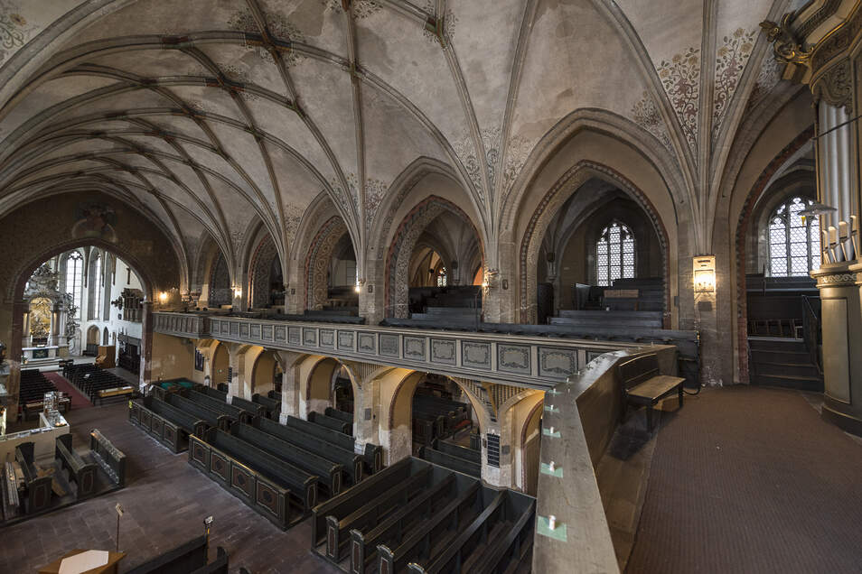 Der Blick in die Dreifaltigkeitskirche zeigt die großartige Architektur des Gebäudes. Auf dieser Empore könnte das Böhme-Museum Platz finden.