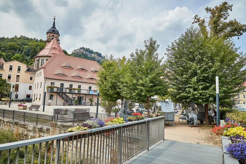 Der Stadtplatz in Königstein wird zum Kinosaal.