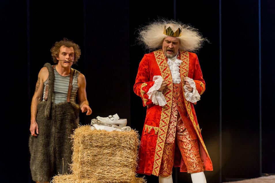 """""""Der gestiefelte Kater"""" war das erste Stück im Theaterzelt in Rathen, mit Michael Berndt-Cananá als Kater und Alexander Wulke als König."""
