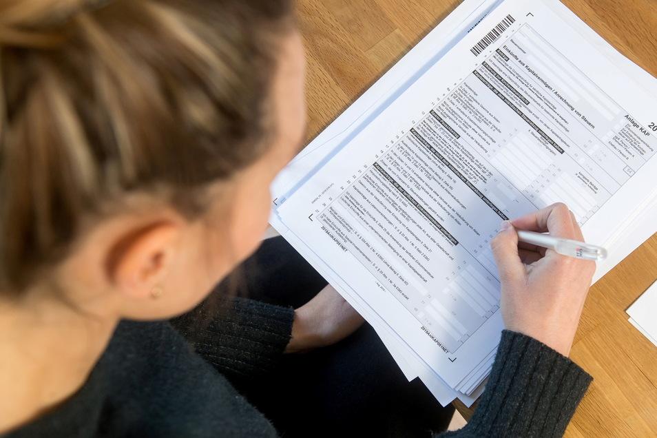 Rund 1,12 Millionen Einkommensteuererklärungen haben die Finanzämter in Sachsen im vergangenen Jahr bearbeitet.