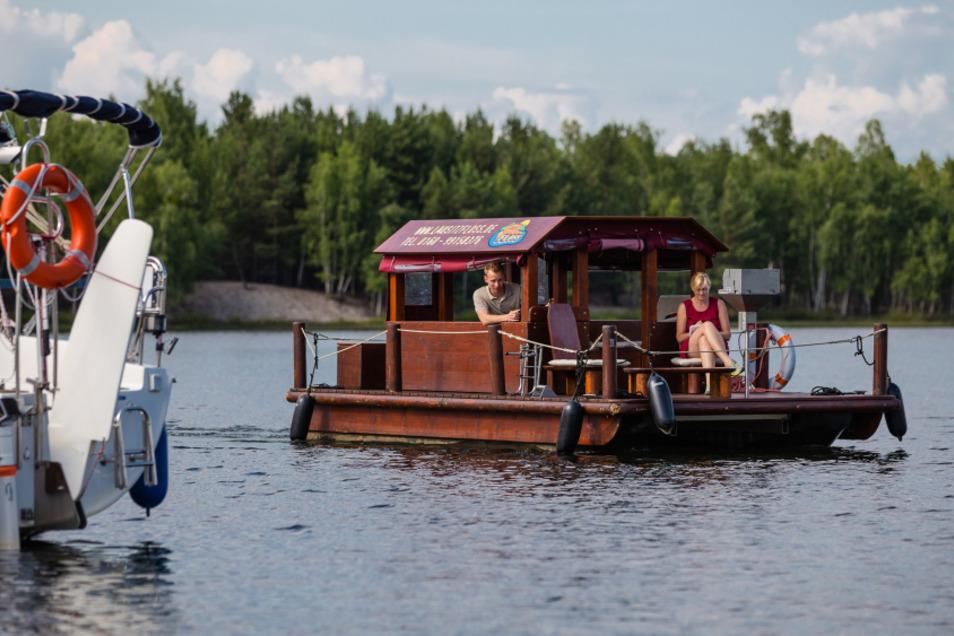 Floßfahrtensind nur eine Attraktion, die der Senftenberger See für Urlauber zu bieten hat.