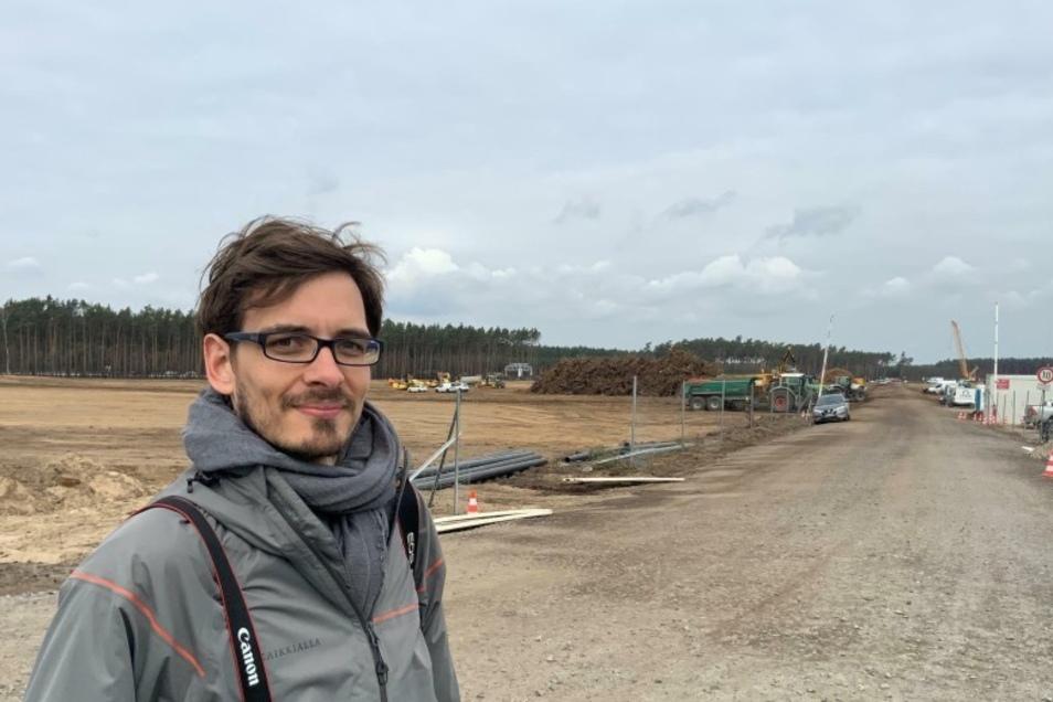 Auch Albrecht Köhler (32) beobachtet den Bau in Grünheide regelmäßig.
