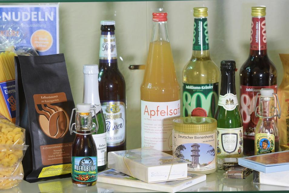 Nudeln, Honig, Kaffee, Pralinen, Apfelsaft und Hochprozentiges - alles mit Bezug zu Löbau.