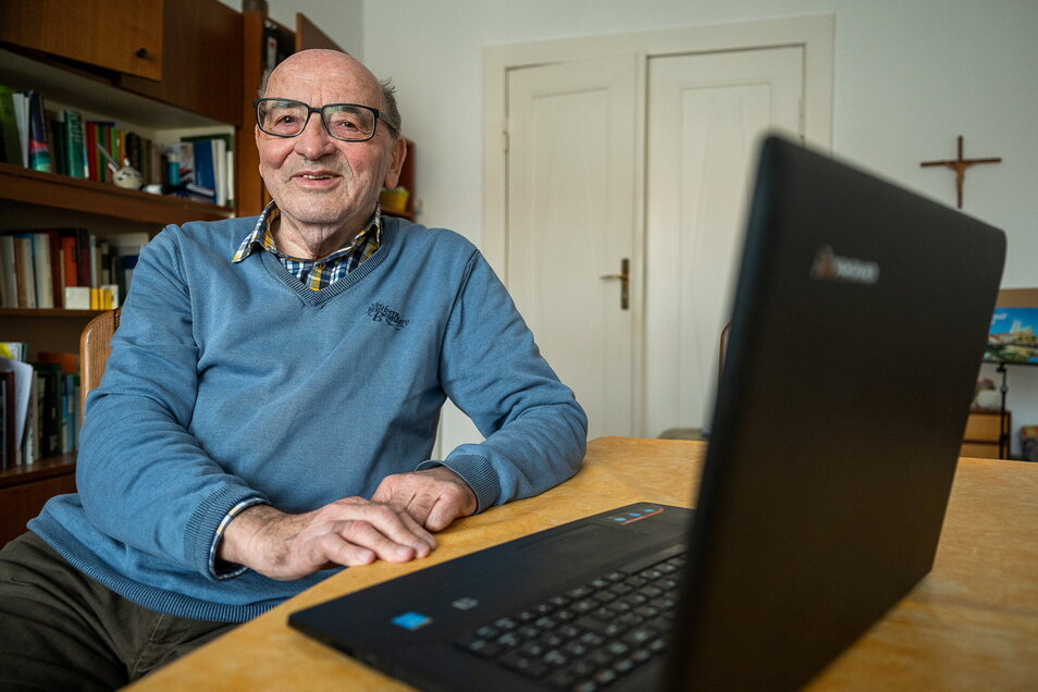 Jürgen Wenske in seinem Arbeitszimmer. Der Arzt kann zu den meisten Görlitzer Häusern etwas erzählen.