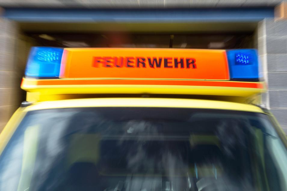 Die Dresdner Feuerwehr eilte einem Rollstuhlfahrer in Dresden zur Hilfe.