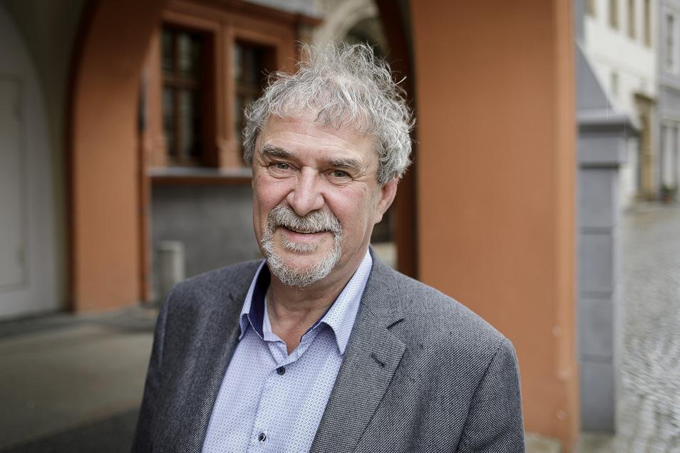 Dr. Markus Bauer, Direktor des Schlesischen Museums in Görlitz, ist froh, dass jetzt auch Besucher die neue Sonderausstellung sehen können und nicht nur die Mitarbeiter.