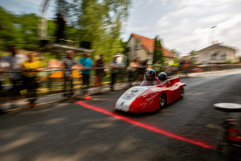 Beim Seifenkistenrennen waren rund 80 Fahrer, darunter auch aus Österreich, Belgien und Tschechien, am Start.