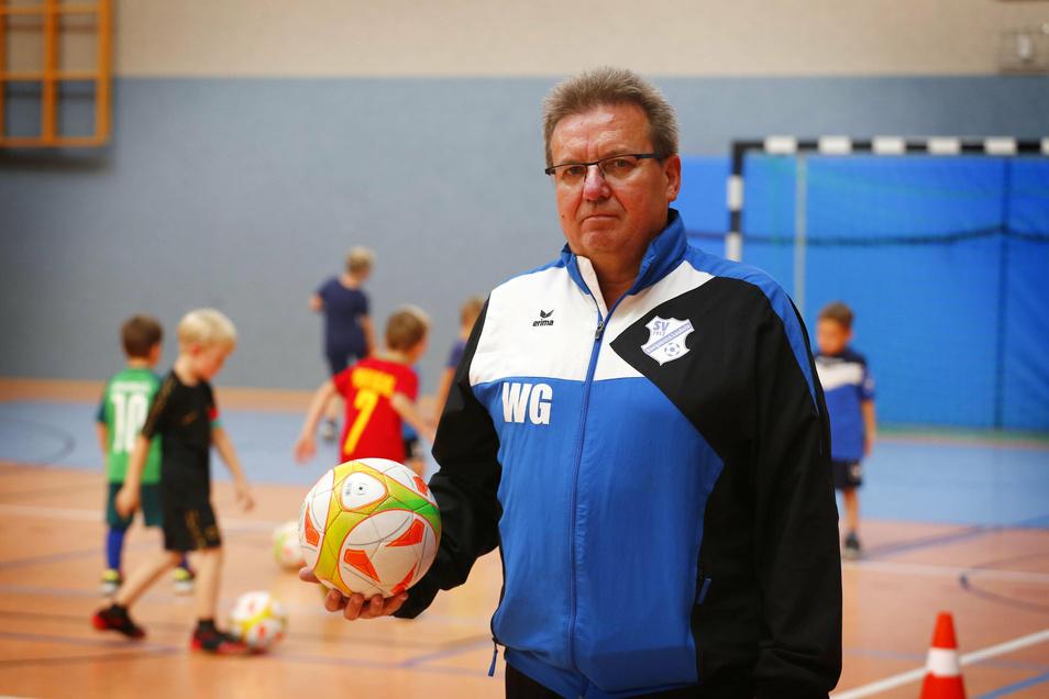 Wolfgang Gut ist Vorstandsmitglied beim SV Königsbrück/Laußnitz. Er ist unzufrieden mit den Zeiten, zu welchen seine Fußballer in der Sporthalle Königsbrück trainieren können.