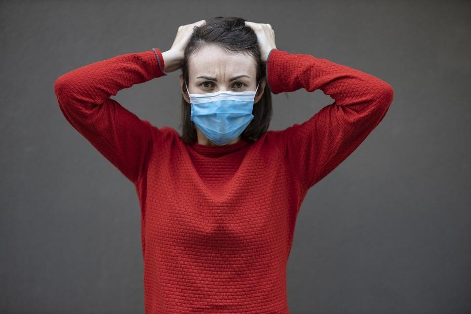 Wenn Paare beim Thema Coronavirus unterschiedlicher Meinung sind, hat das unter Umständen nicht nur Auswirkungen auf die Gesundheit, sondern auch auf die Beziehung.