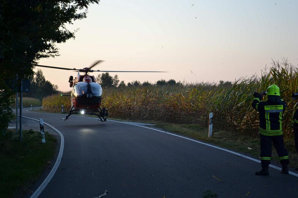 Der 37-jährige Skoda-Fahrer wurde mit dem Hubschrauber ins Krankenhaus gebracht.