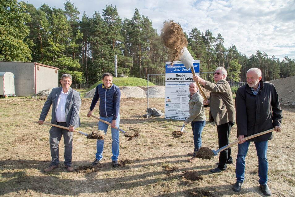 Vor knapp einem Jahr - im Oktober 2020 - wurde der erste Spatenstich für das neue Wasserwerk in Leipgen ausgeführt. Zum Jahresende 2021 könnte es schon in Betrieb gehen.