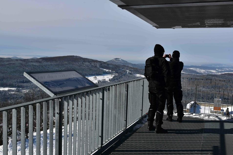 Bundespolizisten kontrollieren nicht nur an Transit-Wegen die Grenze zu Tschechien, sondern auch an Wanderwegen und Ausflugszielen - wie auf der Lausche