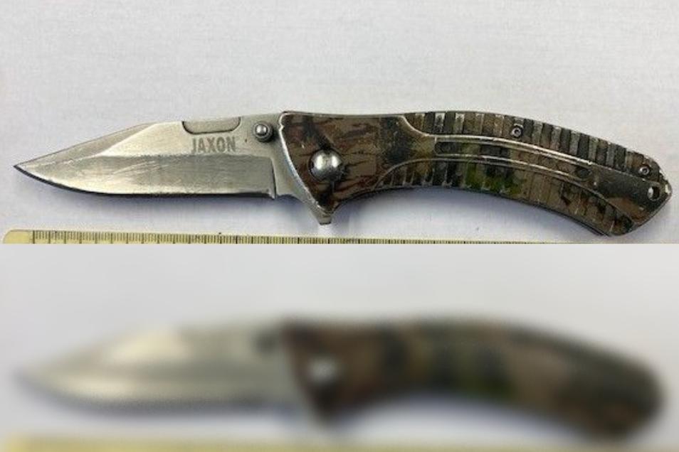 Dieses verbotene Messer haben Beamte sichergestellt.