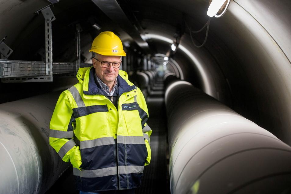 Abteilungsleiter Bernd Lehmann freut sich, dass die Fernwärme jetzt durch den neuen Elbtunnel neben der Marienbrücke nach Pieschen strömt.
