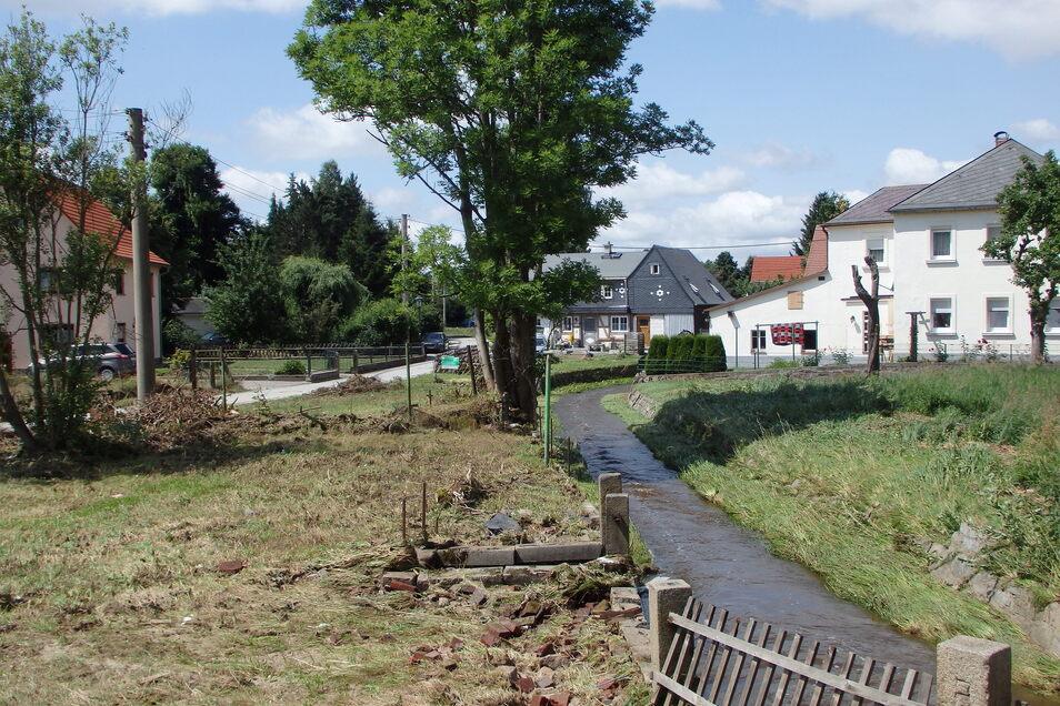 Am Sonntagmittag floss die Wesenitz wieder durch Neukirch, als wäre nie etwas gewesen. Am Nachmittag zuvor aber glich nicht nur dieser Teil des Ortes einem riesigen braunen Teich.