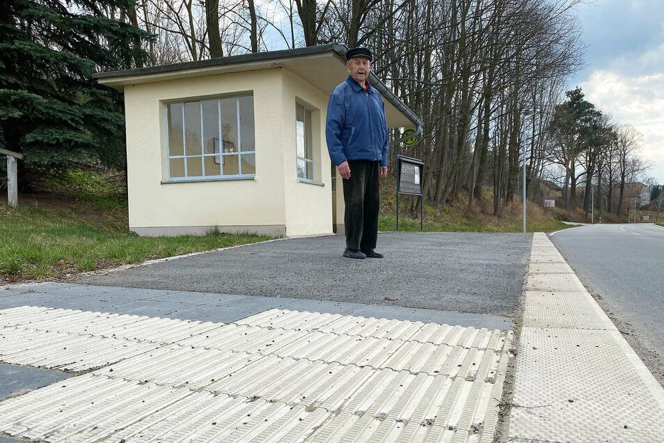 Schöner warten in Altbernsdorf: Mit dem Geld vom Freistaat hat Bernstadt drei Bushaltestellen in Ordnung gebracht und sicherer gemacht.