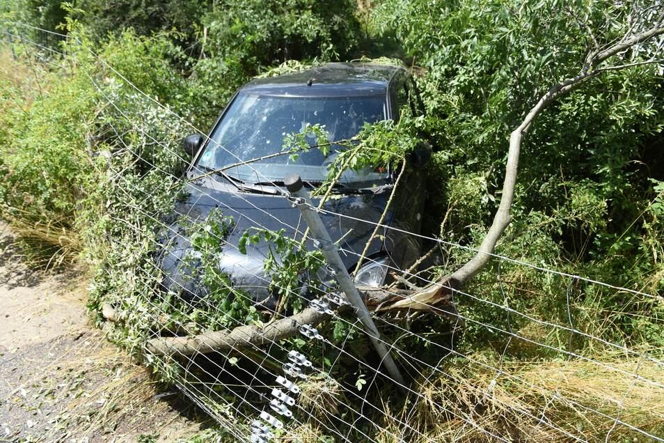 Das Fahrzeug musste abgeschleppt werden.