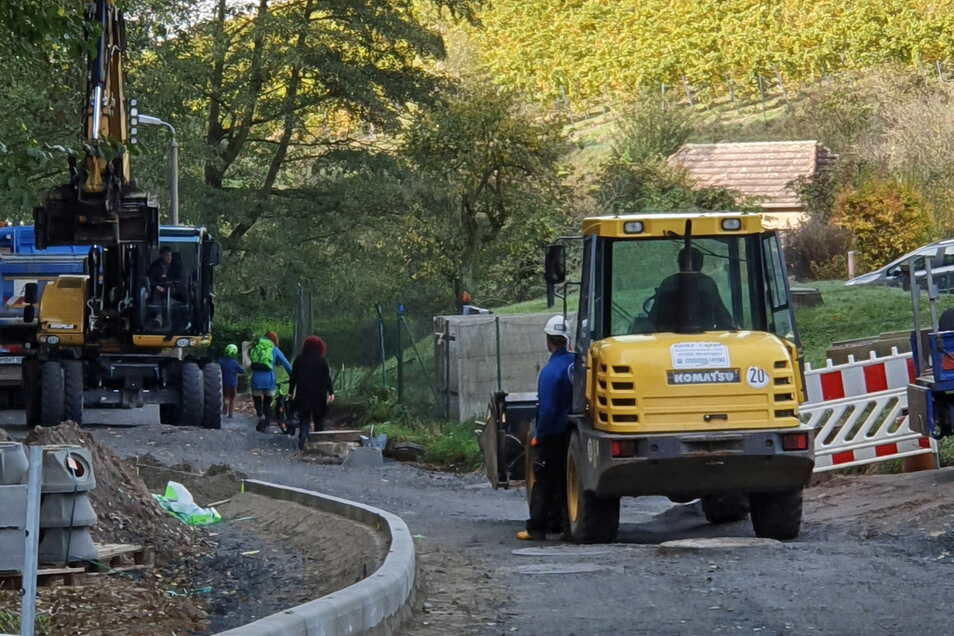 Erst vor reichlich einem Jahr wurde ein Teil der Straße im Rietzschkegrund erneuert und der Wasserabfluss im Tal verbessert.