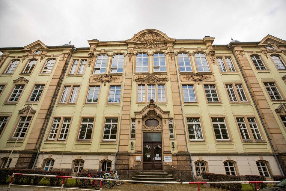 Schulhaus an der Nicolaistraße: künftig Domizil für Grundschule, Hort und Vereine.