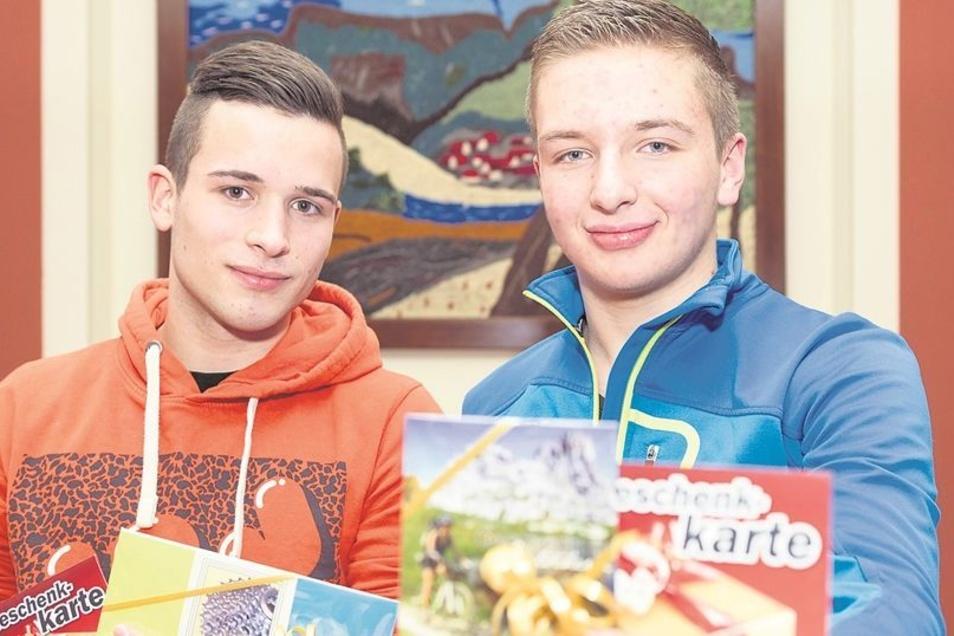 Wilhelm Beckert (links) vom Sebnitzer Goethe-Gymnasium und Steven Hoyer von der Friedrich-Schiller-Oberschule Neustadt haben geholfen, einen Ladendieb zu schnappen.Foto: Steffen Unger