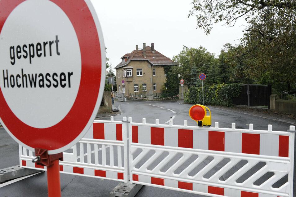 Wie hier an der Kleinraschützer Straße waren viele Zufahrten nicht mehr passierbar.