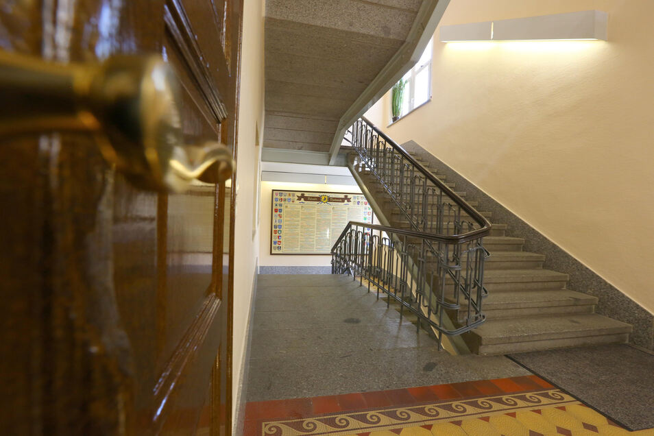 Das Treppenhaus sollte bei ursprünglichen Gedanken weggerissen werden. Nun bleibt es erhalten.