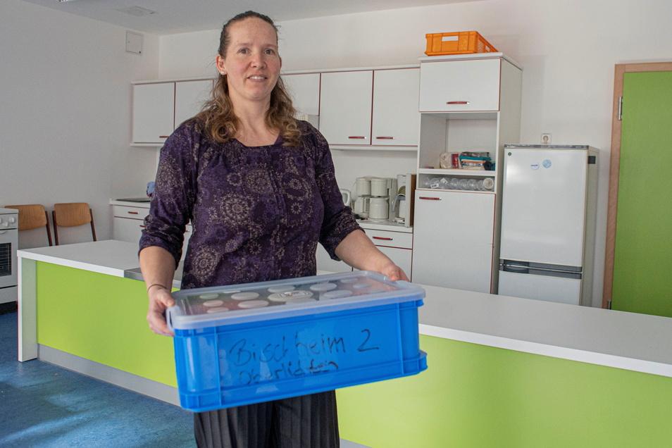 Schulleiterin Melanie Teege freut sich besonders über die große, helle Küche in der sanierten Grundschule Oberlichtenau.