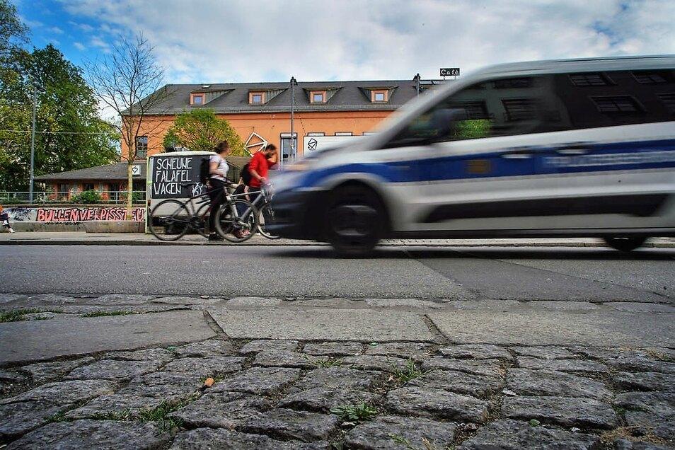 Das Dresdner Ordnungsamt zählt wöchentlich immer noch Verstöße gegen die Corona-Regeln im dreistelligen Bereich.
