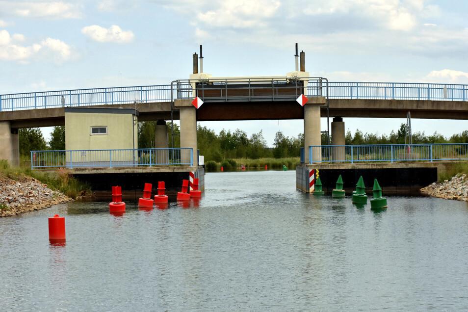 """Die Verbindung zwischen dem Partwitzer und dem Geierswalder See ist befahrbar. Jetzt wurde auch die korrekte Schreibweise beschlossen: """"Barbara-Kanal""""."""