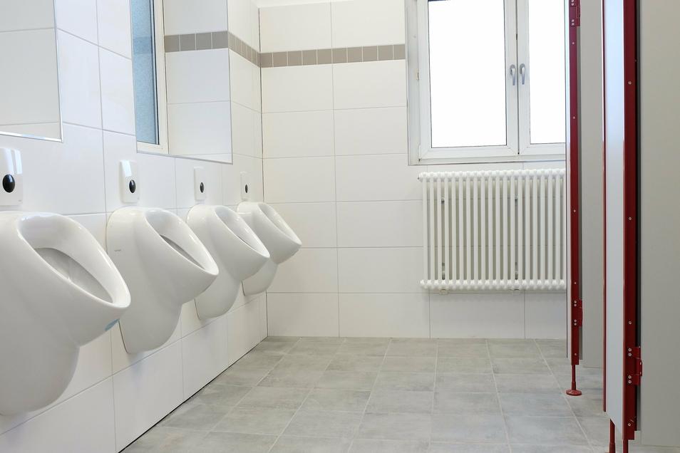 Als Quantensprung bezeichnet Schulleiterin Heike Zimmer die komplett neu gestalteten WC-Räume. Schüler, welche sich noch an den vorherigen Zustand erinnern, dürften ihr dabei sicherlich zustimmen.