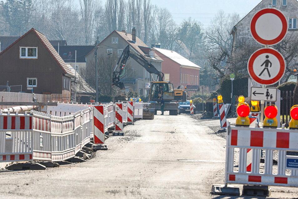 """Der """"Jahrhundertbau"""" an der Olbersdorfer August-Bebel-Straße geht ins vierte und - hoffentlich - letzte Jahr."""