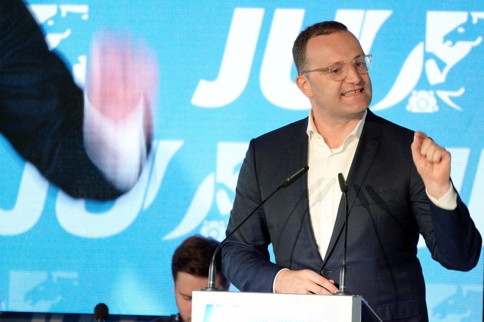 Laut RKI steht Deutschland vor einer vierten Infektionswelle. Auch deshalb hat Gesundheitsminister Jens Spahn nun sogenannte Booster-Impfungen für alle Bürger ins Spiel gebracht.