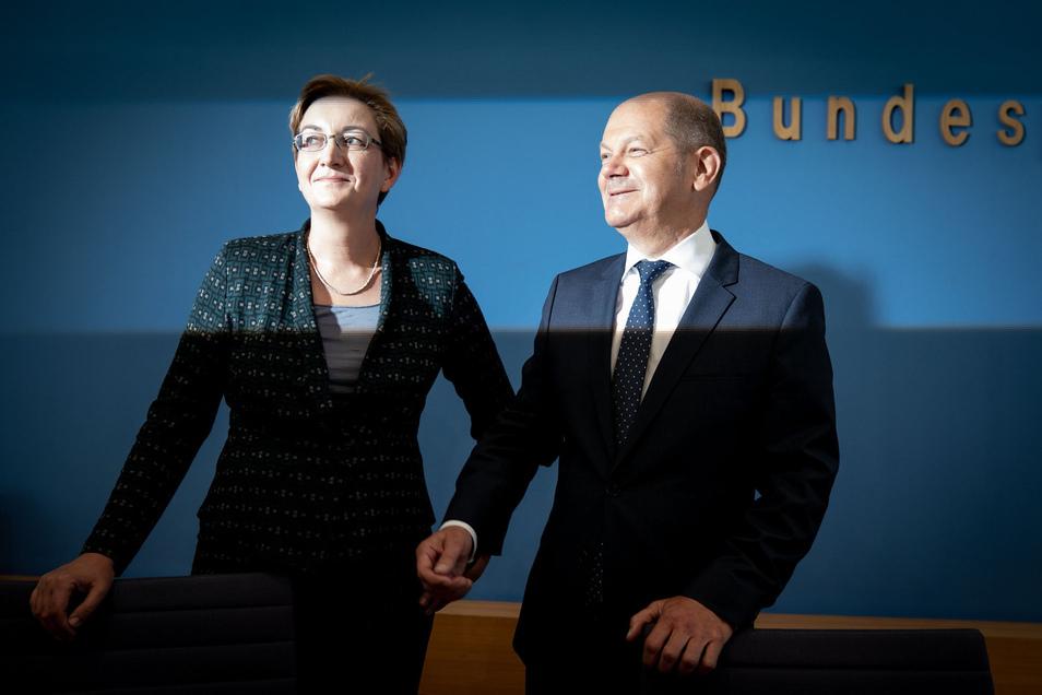 Olaf Scholz, Bundesfinanzminister, und Klara Geywitz, Brandenburger Landtagsabgeordnete, stellen sich als Kandidaten für den SPD-Vorsitz vor.