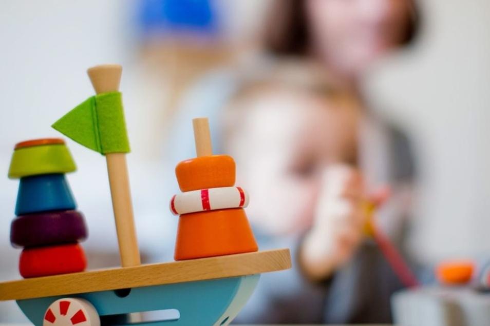 Was kostet die Kinderbetreuung in Kamenz? Eine Erhöhung der Kitabeiträge sorgt für Diskussionen.